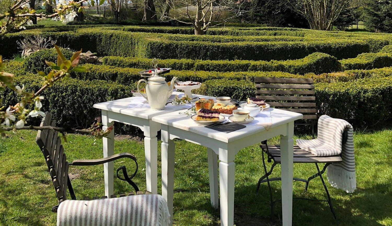 Gutshaus Volzrade Garten Tea Time