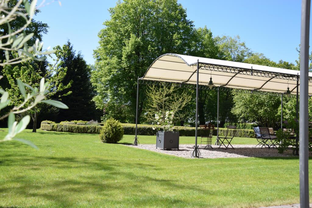 Gutshaus Volzrade Garten Park Pergola