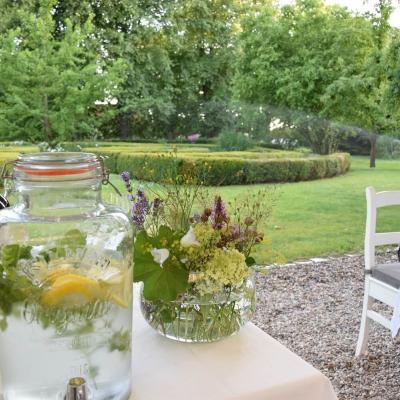 Gutshaus Volzrade Garten Limonade Erfrischung