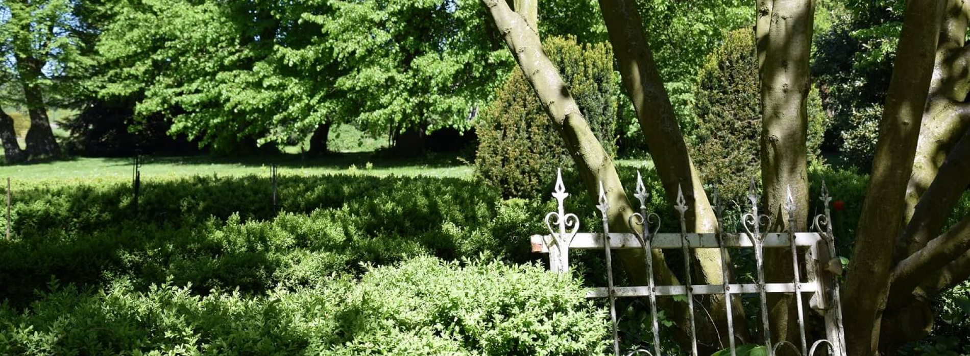 Gutshaus Volzrade Gartentor Garten